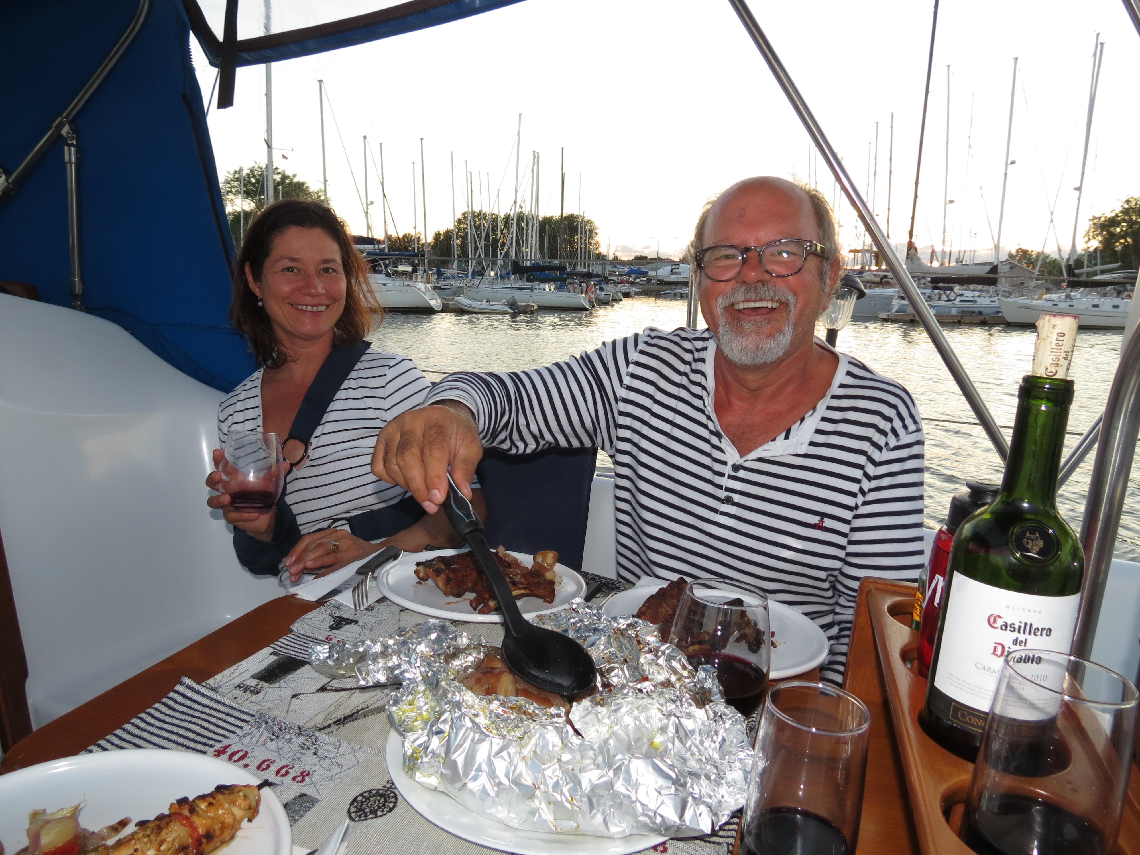 Marlène et Jocelyn formons  un couple heureux depuis 10 ans qui vit une belle aventure de voilier pendant notre année sabbatique dans les Caraïbes.